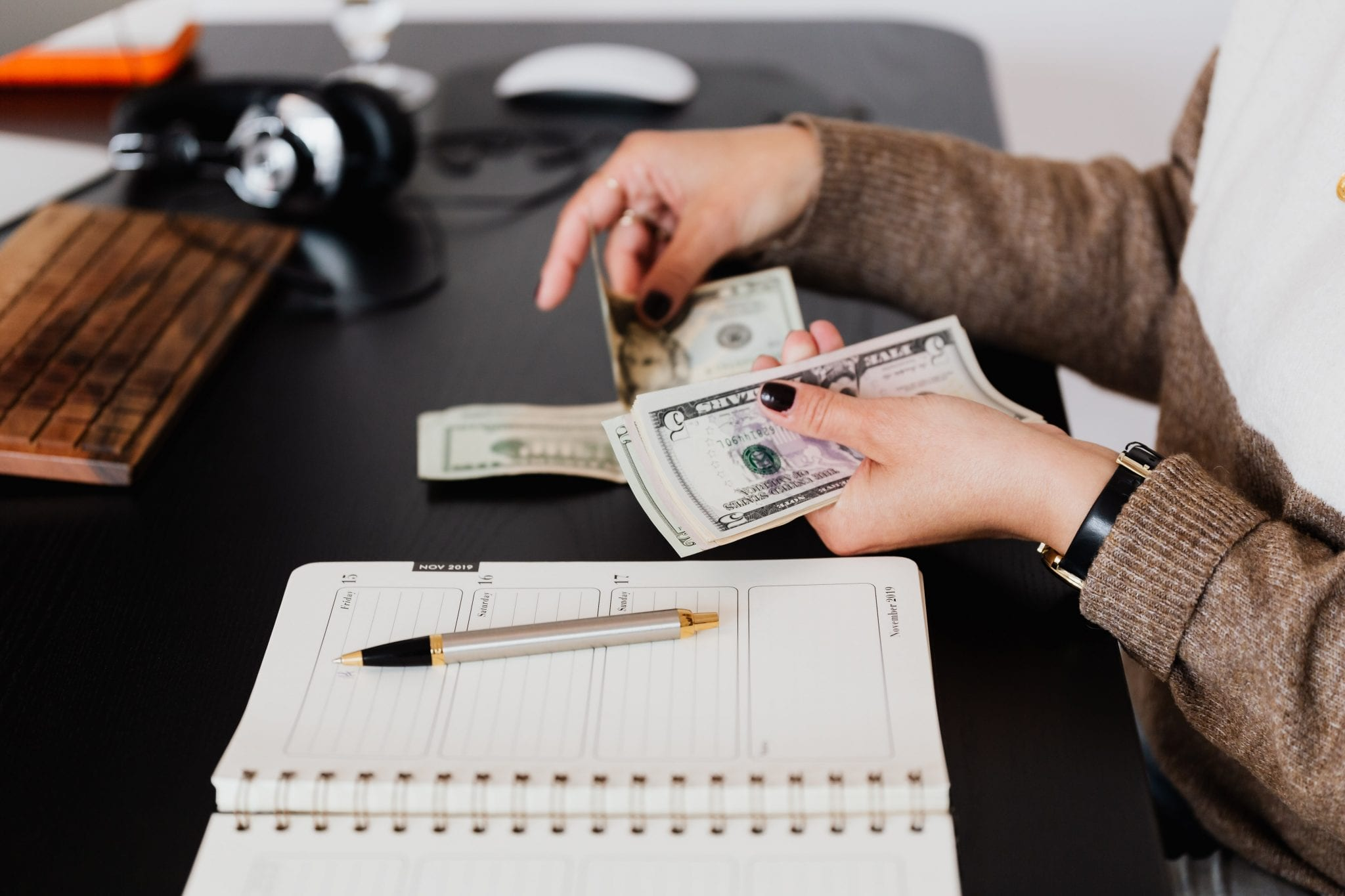 Strengthen Your Budgeting Resolve by Enlisting Your Daily Planner